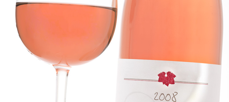 © BIVB / IMAGE & ASSOCIES Bottle of rosé wine