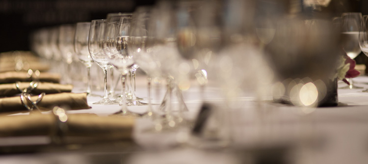 © BIVB / IMAGE & ASSOCIES Tasting on the occasion of a wedding