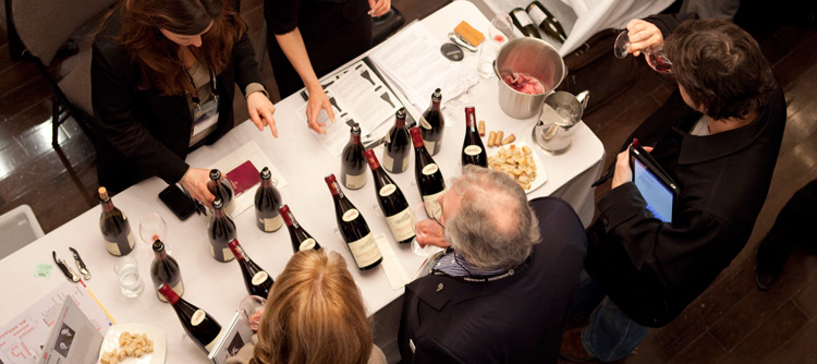 © BIVB / DR. Professional tasting of Burgundy wines.