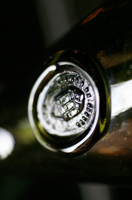 © BIVB / ARMELLEPHOTOGRAPHE.COM Stamp on a bottle of Burgundy wines