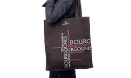 The Bourgognes tote - the must-have accessory for summer 2014 ©BIVB/IMAGE & ASSOCIES!