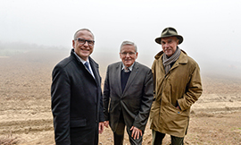 Philippe Chautard from the Maison Louis Picamelot; Gilbert Menut, Mayor of Talant; and Aubert de Villaine from the Domaine de la Romanée-Conti ©BIVB/DR